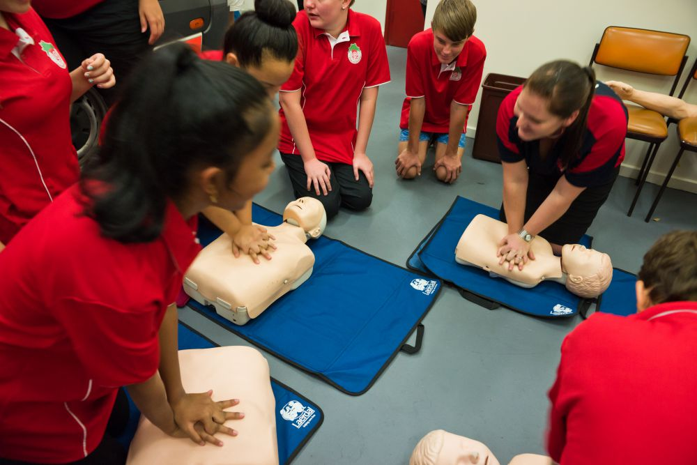 importance of learning basic cpr The importance of learning first aid 1   the importance of learning first aid first aid is basically responding to an emergency or unexpected situation like heart attacks, bleeding, drowning, choking, poisoning, electrocution, spinal injuries, eye injuries and scalds and burns.